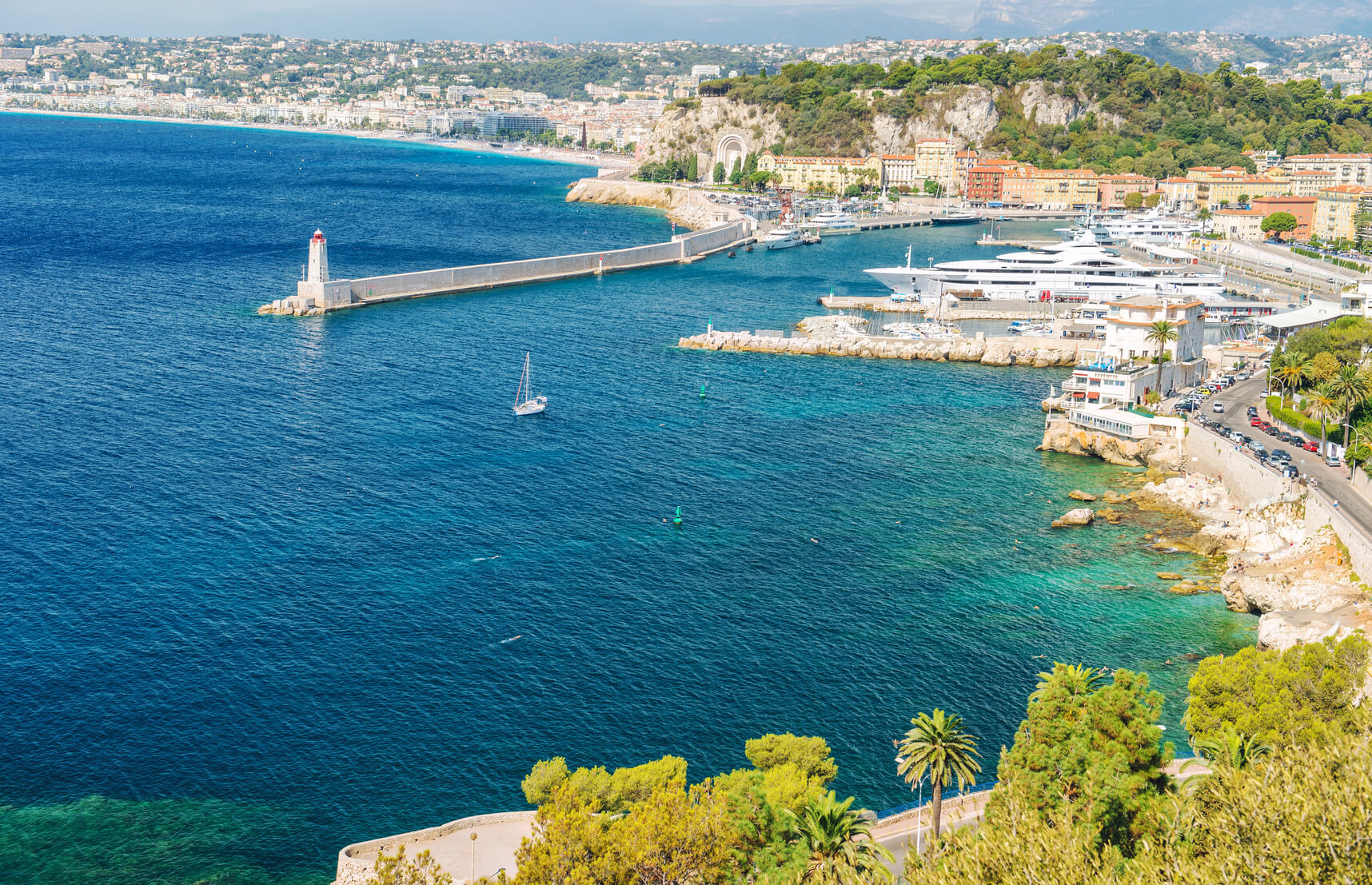 Privilège Limousines is the reference in the excellence of transport with private driver in Nice, Cannes and Monaco