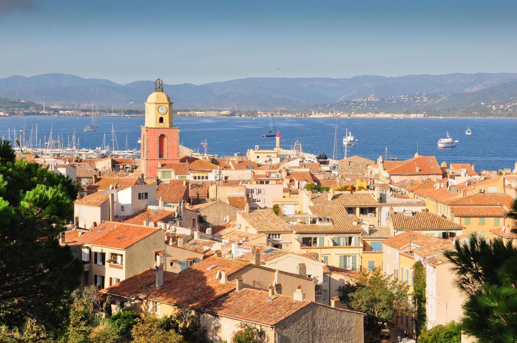 Privilège Limousines is the reference in the excellence of transport with private driver in St-Tropez